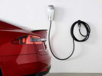 夏季既有高温又有雷雨 新能源汽车面临考验不少