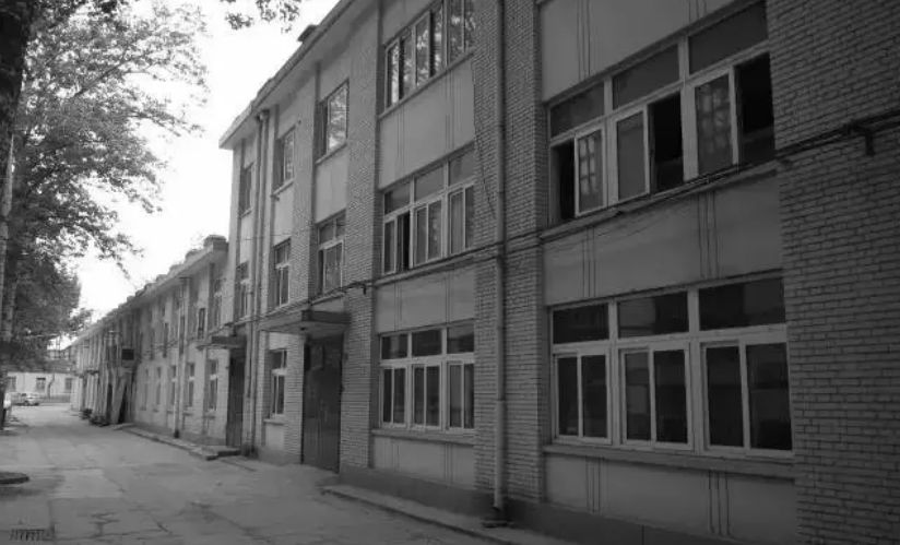 房东乐开了花,阿斯顿马丁将门店开到了上海老小区|聚闻
