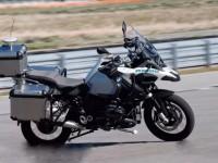 摩托车也能自动驾驶?看看宝马带来的黑科技丨聚闻