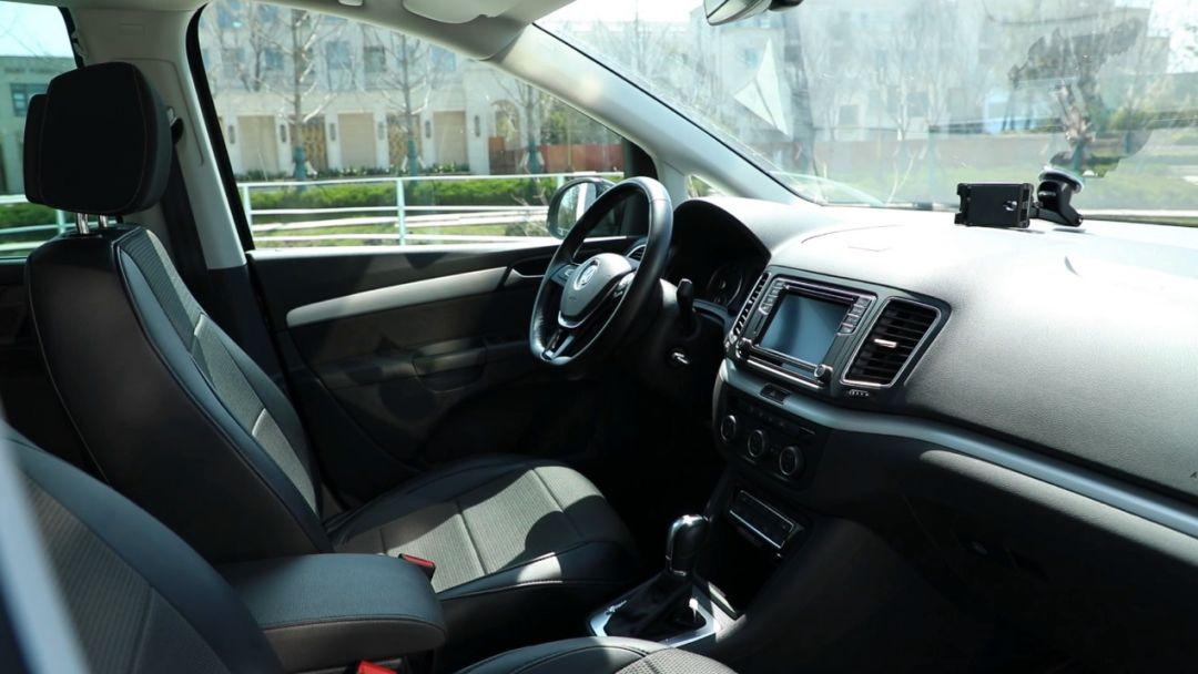 有驾驶乐趣的MPV是什么画风?试驾大众夏朗 | 聚驾