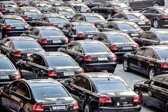 买豪华车,务必注意两种颜色,特别是银色